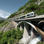 Un trenino fra le Alpi
